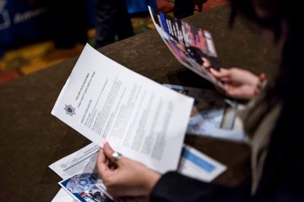 US jobless claims fall by 8000 as labour market strengthens