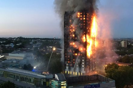 TOPSHOTS-TOPSHOT-BRITAIN-INCIDENT-FIRE-075508.jpg