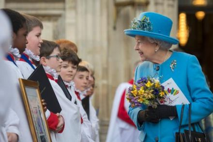 Queen to receive massive pay boost from public funds