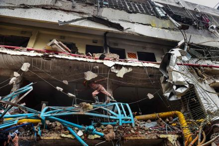 Bangladesh: Explosion in factory kills 10