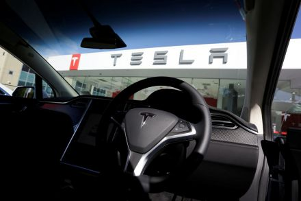 Tesla to build giant battery in Australia to remedy energy crisis
