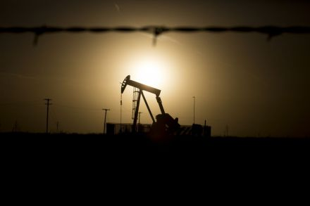 Oil prices firm on signs of USA production slowdown