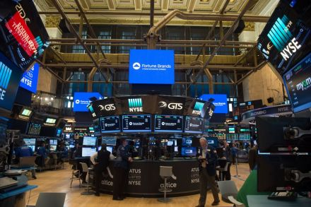U.S. stocks close lower as General Electric drags Dow