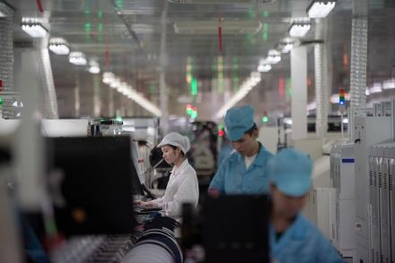 China factory gauge suggests economic momentum faded in July