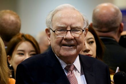 Profit at Buffett's Berkshire falls 15 percent as costs rise