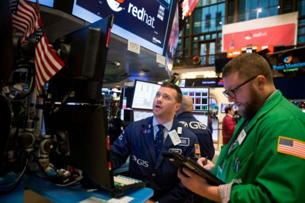 Stocks close slightly lower, trimming earlier losses