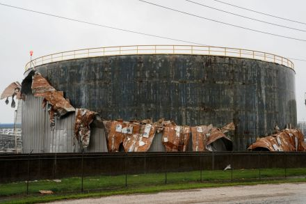 Crude falls as flooding from Harvey hits US oil industry