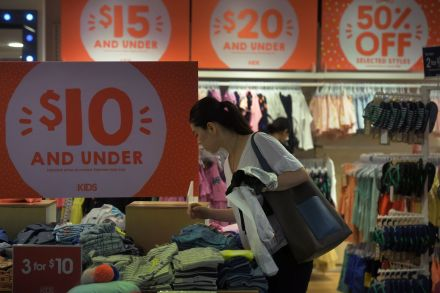 Singapore sees retail sales up 3 percent month-on-month in July