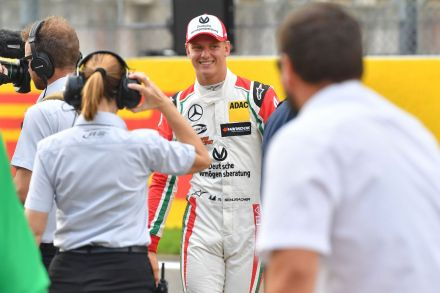 FILES-AUTO-PRIX-GER-F3-SCHUMACHER-134652.jpg