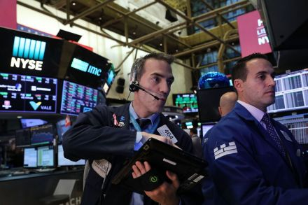 US-SHARE-PRICES-OF-CONSUMER-COMPANIES-PUSHES-DOW-JONES-INDUSTRIA-213239.jpg