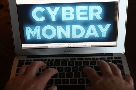 US-ONLINE-RETAILERS-OFFER-HOLIDAY-SALES-ON-_CYBER-MONDAY_-212316.jpg