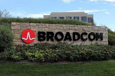 Broadcom Beats Quarterly Sales, Earnings Targets; Shares Tick Up