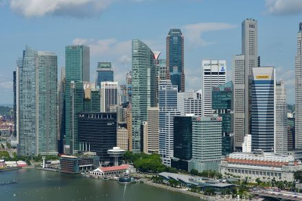 Singapore's Economy Expands More Than Estimated on Services