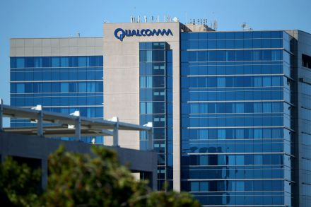 2017-11-03T014923Z_534636400_RC1B4AB90960_RTRMADP_3_APPLE-LAWSUIT-QUALCOMM.JPG