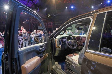 Detroit Auto Show Goes Heavy On Pickups And Light On Electric Cars - Show car transport
