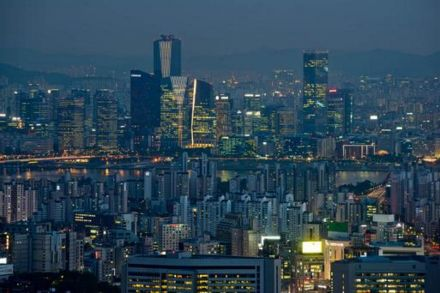 S. Korea's GDP falls 0.2 pct in Q4 over quarter