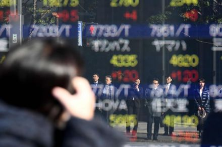 Global equities sink as inflation risk spooks investors