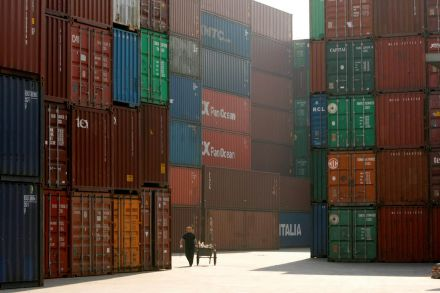 China's exports up 11.1 pct beating January forecasts
