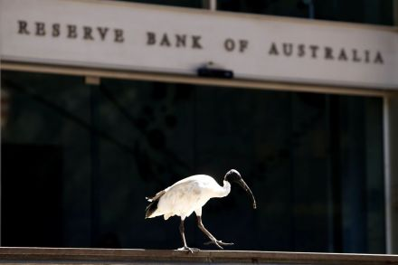 Australia maps steady rate path, wary on mortgage debt