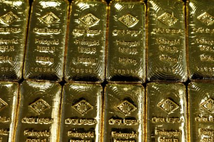 Gold steady as political worries linger