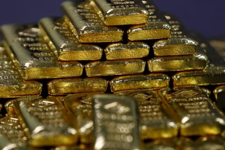 Gold slips from near six-week high as trade tensions recede