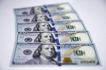 Dollar Edges Down Over Trade Concerns