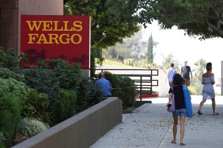 NY comptroller pushes Wells Fargo to release details on pay incentives