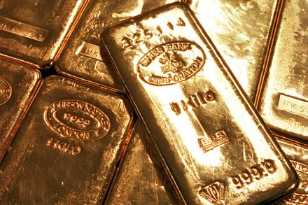 Strong dollar sends gold to two-week low