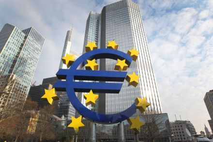 Mario Draghi warns growth in eurozone could slow, after downbeat data