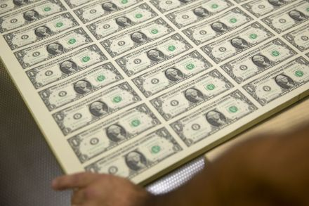 Dollar hovers near four-month high on solid United States economic outlook