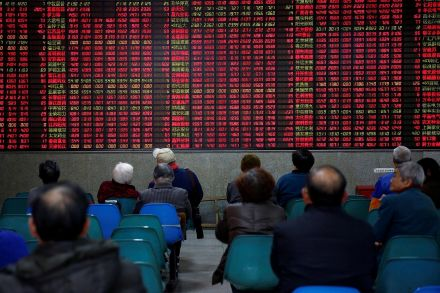 Asian shares fall as Sino-US trade spat intensifies