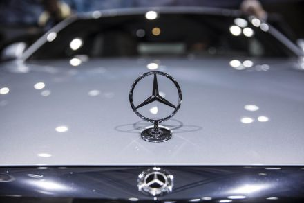 Daimler sees lower 2018 profit, blames trade war,…