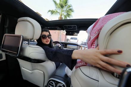 FILES-SAUDI-WOMEN-ECONOMY-SOCIETY-DRIVING-133045.jpg