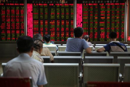 China markets swing wildly on growth, trade uncertainty