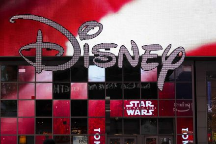 FILES-US-MEDIA-MERGER-FOX-DISNEY-COMCAST-171514.jpg