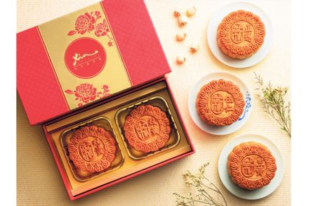 Assorted_Traditional_Mooncakes.jpg