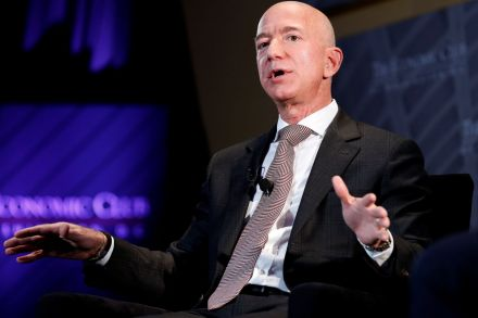 2018-09-14T023804Z_43285341_RC162564EED0_RTRMADP_3_PEOPLE-JEFFBEZOS.JPG