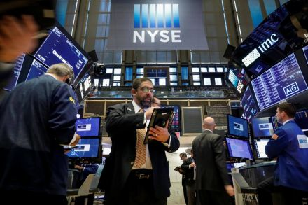 Dow stock index sinks 3 percent as tech stocks decline