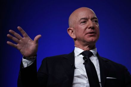 US-AMAZON-CEO-AND-BLUE-ORIGIN-FOUNDER-JEFF-BEZOS-SPEAKS-AT-AIR-F-212345.jpg