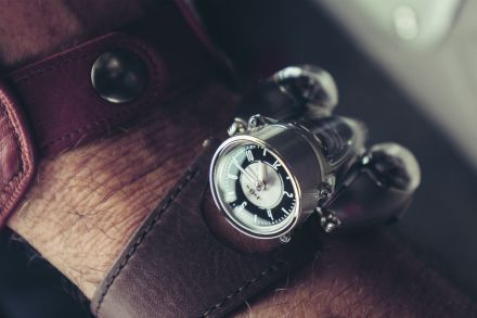 Time is shown upright on the HM9 Flow HM9_Road-Edition_Wrist-shot3_HRES_CMYK.jpg