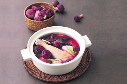 Double-boiled_Chicken_Soup_with_Red_Mushroom.jpg