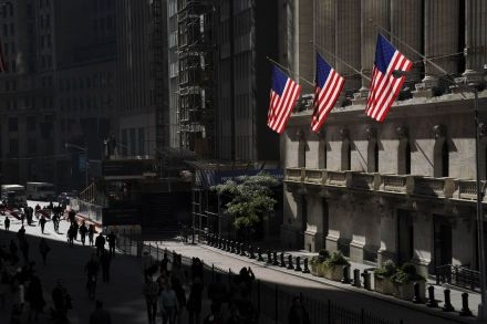 US-STOCKS-TAKE-ANOTHER-MAJOR-PLUNGE-AS-FEARS-FOR-ECONOMY-RISE-203047.jpg