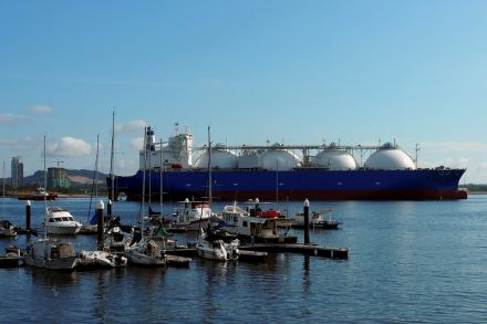 More LNG traders prefer to keep their fuel inside vessels, Energy