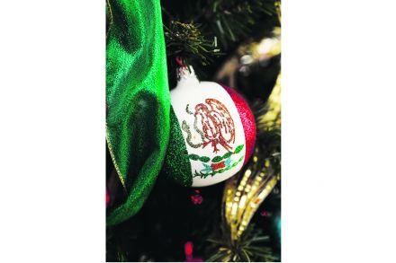 12-13_Xmas_Homes_Folder-Links-A_bauble_from_Mexico.jpg
