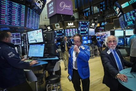 Markets sweep downward again, with no sign ahead of a Santa rally