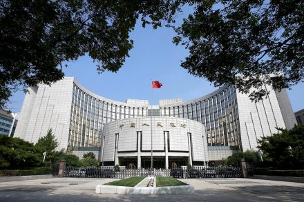 China cuts banks' reserve ratios by 1% as economy slows