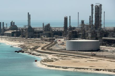 Oil prices down despite Saudi export cuts