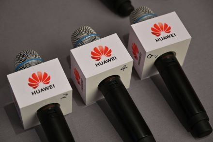 Huawei Prepares for 40%-60% Fall in International Smartphone Shipments