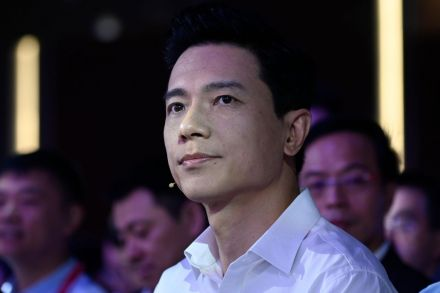 Man pours water on Baidu chief at AI conference, Technology - THE