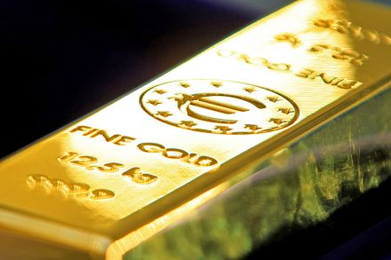 Gold prices zoom Rs 930 to Rs 35,800 on firm global cues